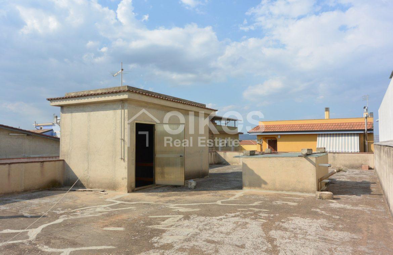 Unità immobiliare su tre livelli con garage e giardino 17