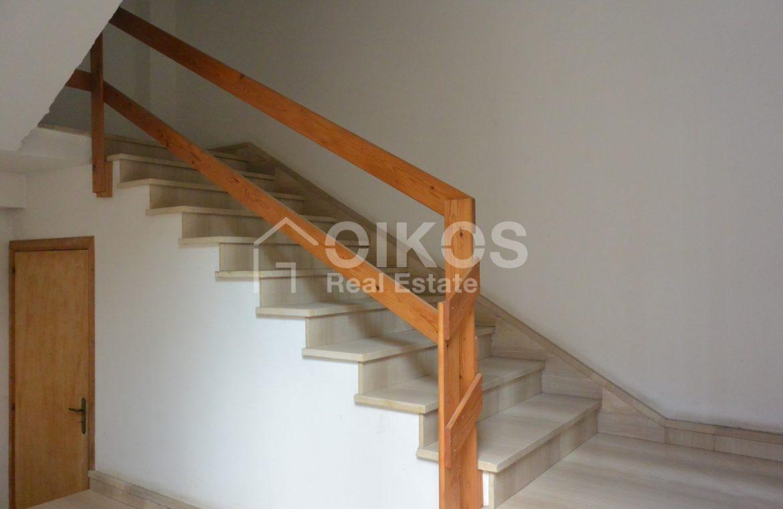 Unità immobiliare su tre livelli con garage e giardino 3