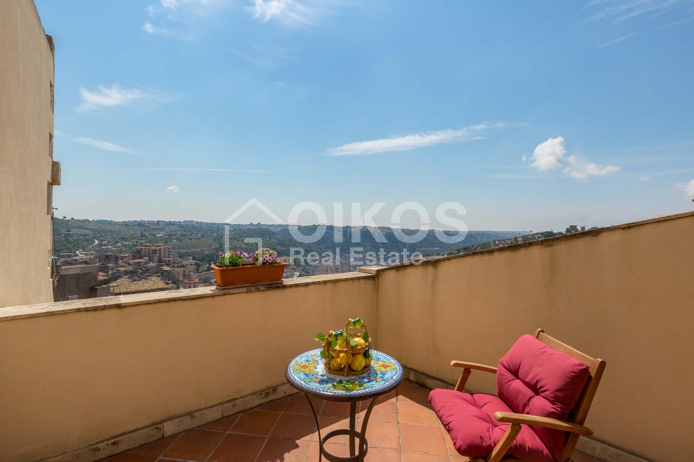 Casa con terrazzino e vista panoramica 1