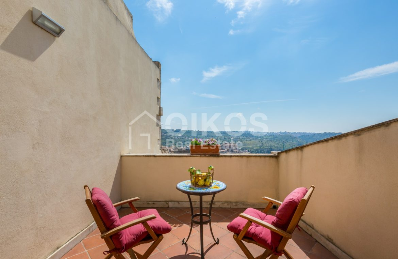 Casa con terrazzino e vista panoramica 4