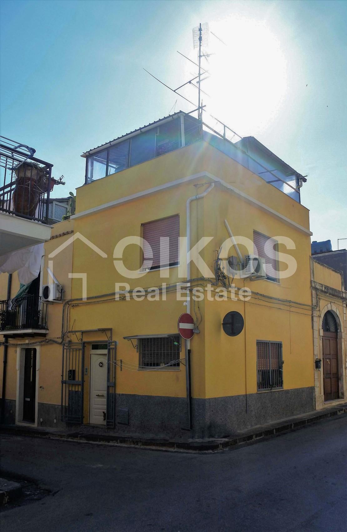 Casa singola con terrazzo 1