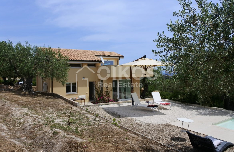 Villa tra gli ulivi (1)