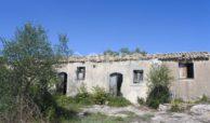 Antico caseggiato rurale con ampio terreno 3
