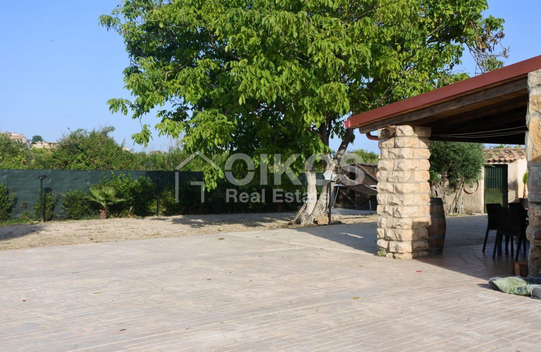 Villa ristrutturata con giardino e piscina 3