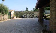 Villa ristrutturata con giardino e piscina 5