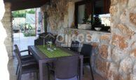 Villa ristrutturata con giardino e piscina 6