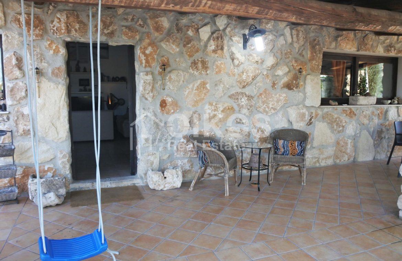 Villa ristrutturata con giardino e piscina 7