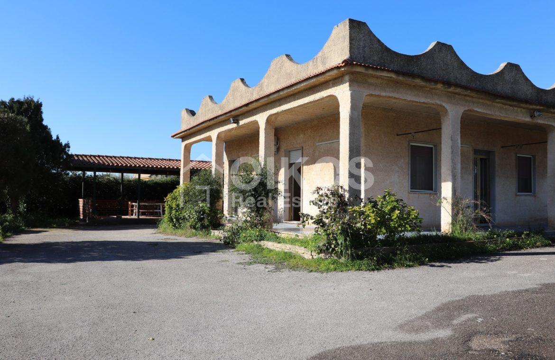 Villetta con terreno e dependance in contrada Falconara 1