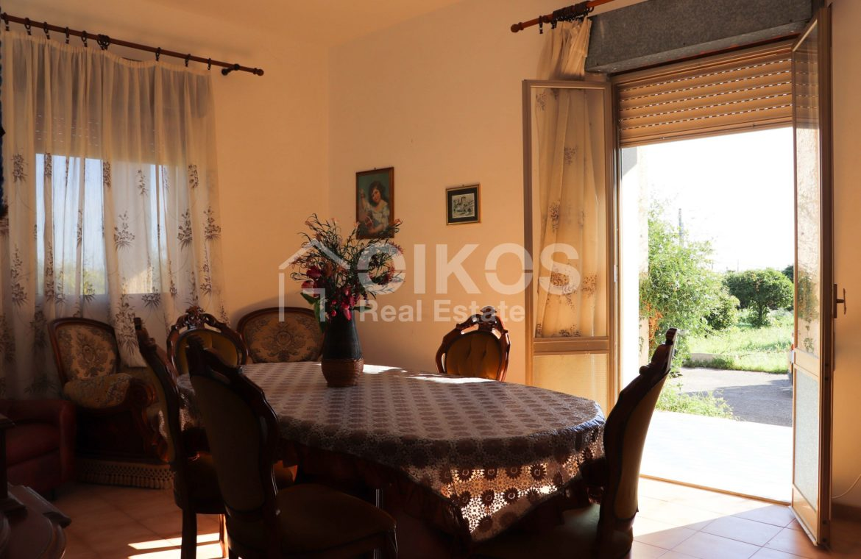 Villetta con terreno e dependance in contrada Falconara 10