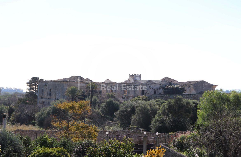 Villetta con terreno e dependance in contrada Falconara 5