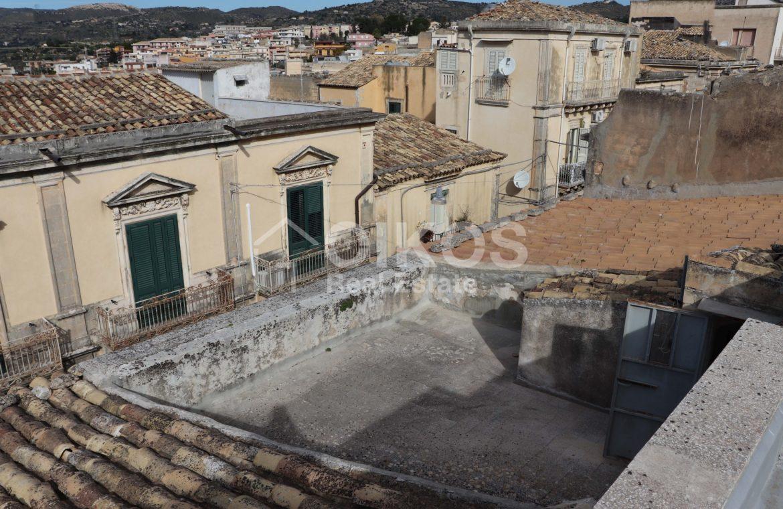 Casa singola con garage e terrazzi 5