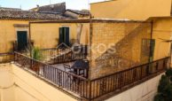 Casa con cortile e terrazzi al corso 04