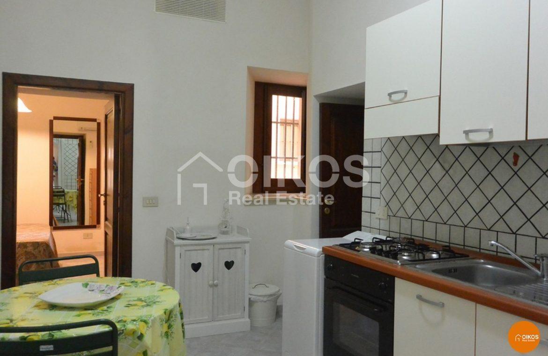 Casa con cortile in via Rocco Pirri 01
