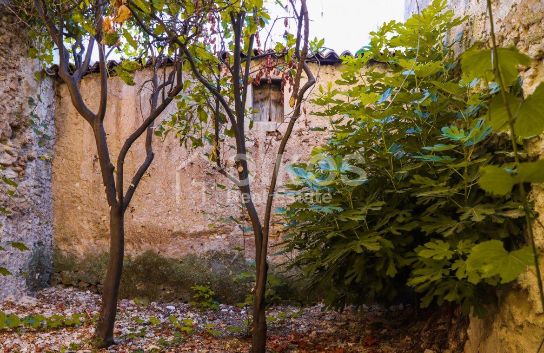 Casa con giardino in via P Umberto 08