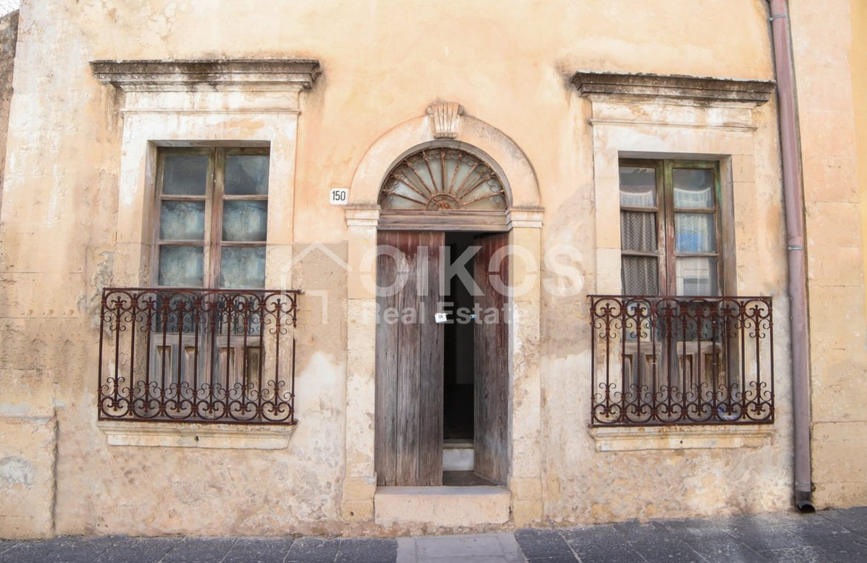 Casa con giardino in via P Umberto 18