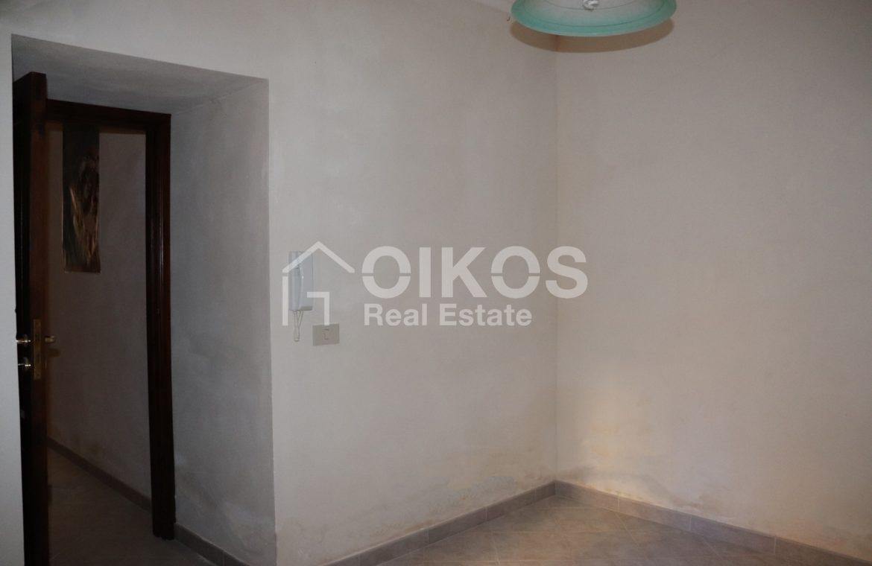 Casa singola con cortile in via Rocco Pirri 10