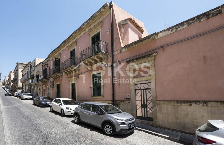 Palazzo Genovesi 01