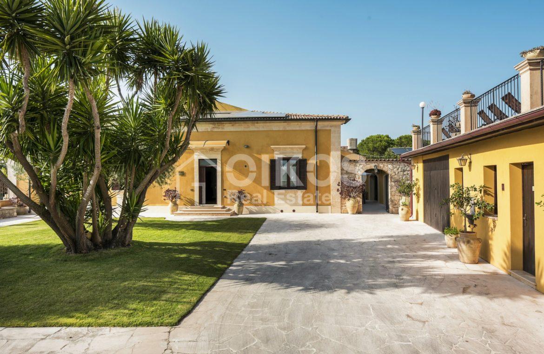 Villa con piscina a San Corrado F M 02