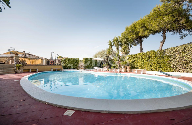 Villa con piscina a San Corrado F M 10