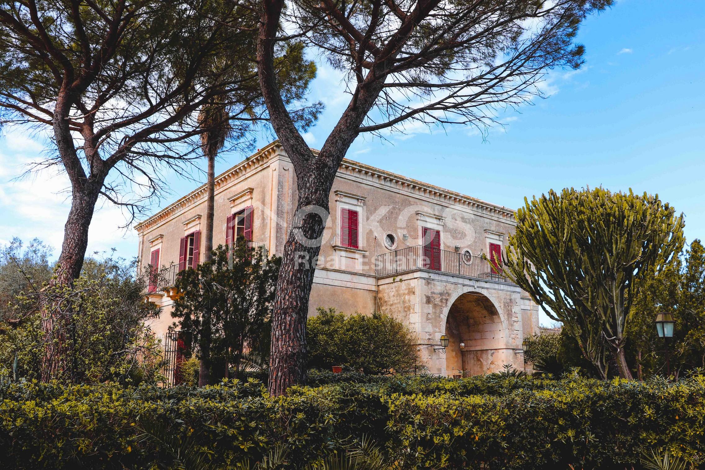 Villa in contrada Commaldo 19