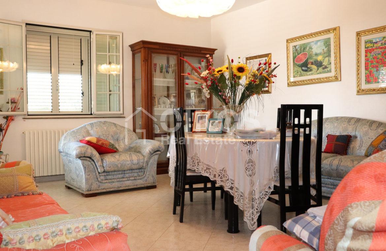 Villetta a mare con dependance e giardino09