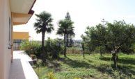 Villetta a mare con dependance e giardino14