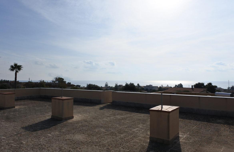 Villetta a mare con dependance e giardino18