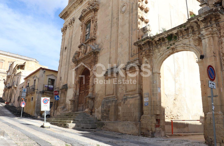 Casa con terrazzo nell'ex palazzo vescovile 01