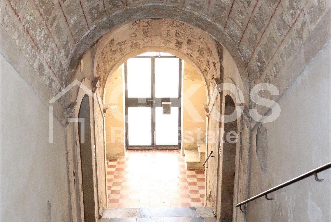 Casa con terrazzo nell'ex palazzo vescovile 05