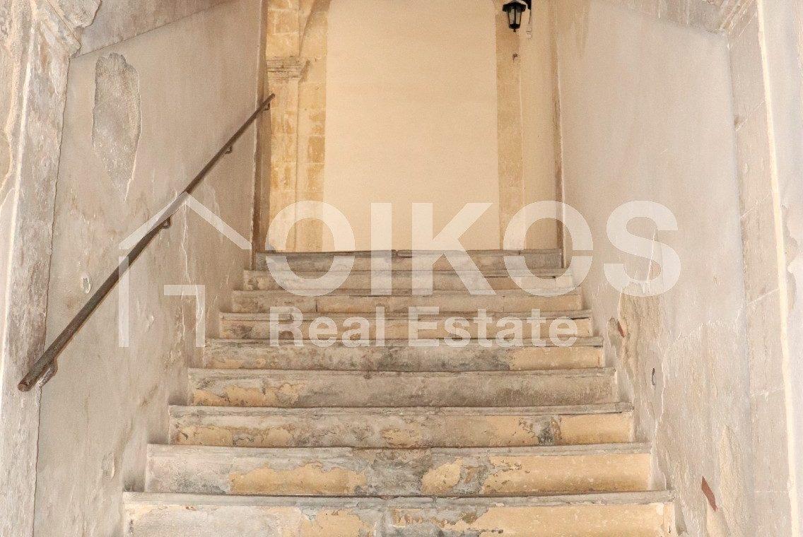 Casa con terrazzo nell'ex palazzo vescovile 06