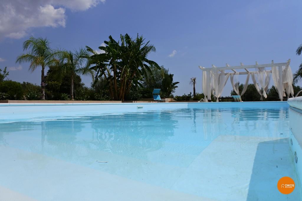 Villa con piscina e vista panoramica (11)