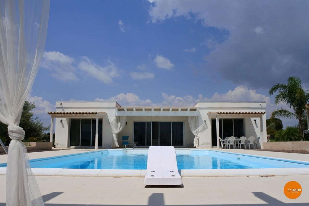 Villa con piscina e vista panoramica (12)