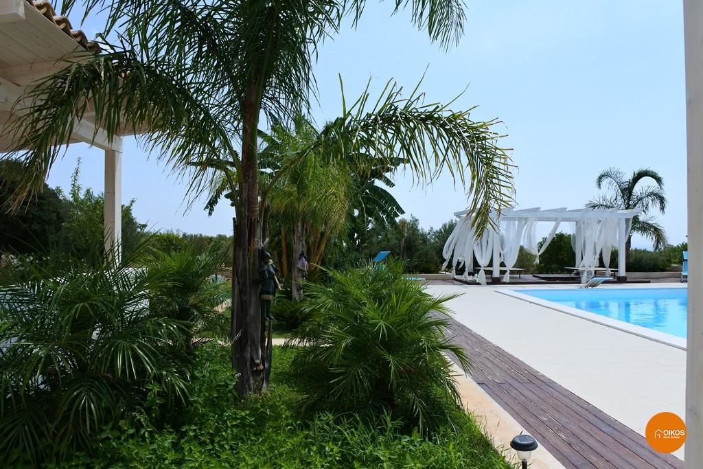 Villa con piscina e vista panoramica (14)