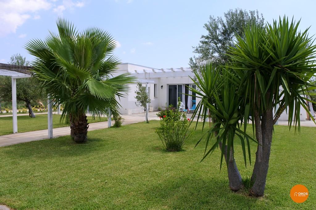 Villa con piscina e vista panoramica (16)