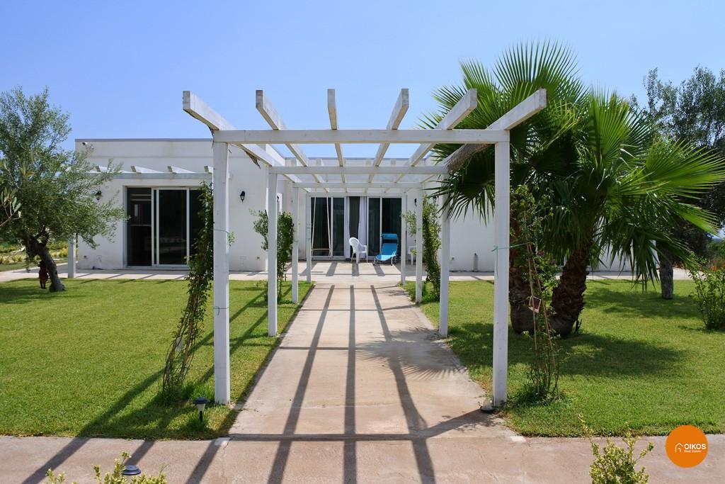 Villa con piscina e vista panoramica (17)