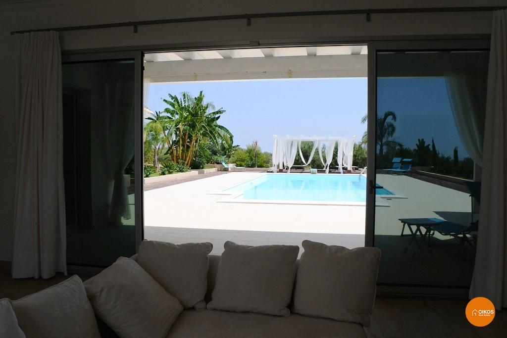 Villa con piscina e vista panoramica (18)