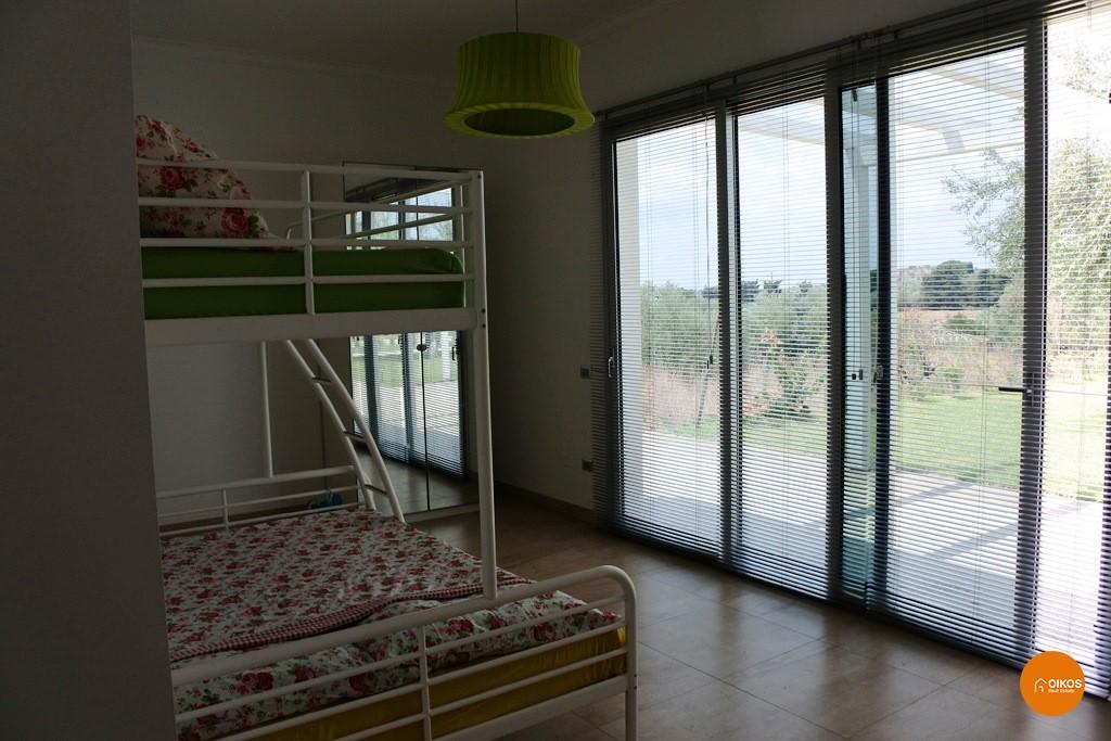 Villa con piscina e vista panoramica (3)