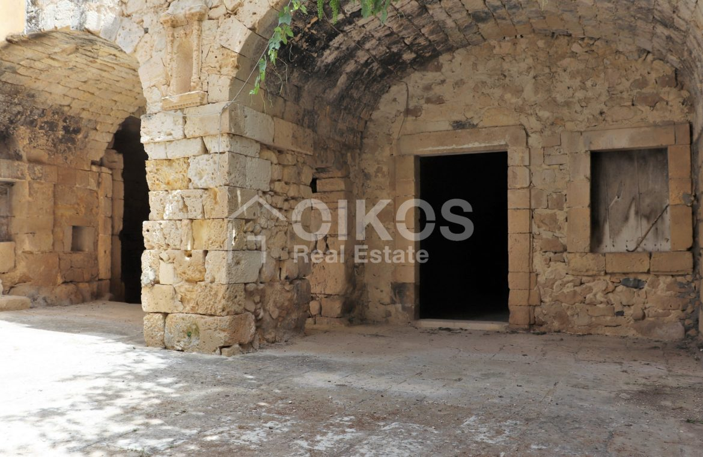 Caseggiato con antica macina nel cuore di Palazzolo Acreide 5