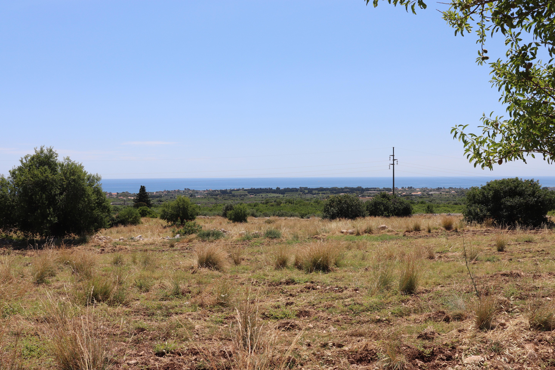 Terreno con caseggiato vista mare1
