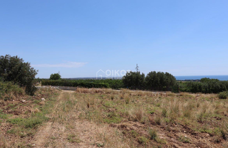 Terreno con caseggiato vista mare4JPG