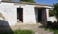 Casale San Paolo con cortile e giardino10