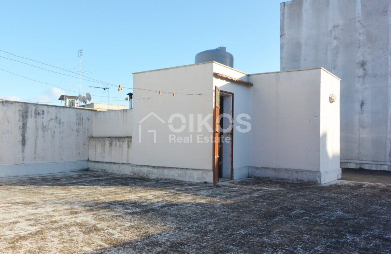 Casa con ampio terrazzo e due garage3