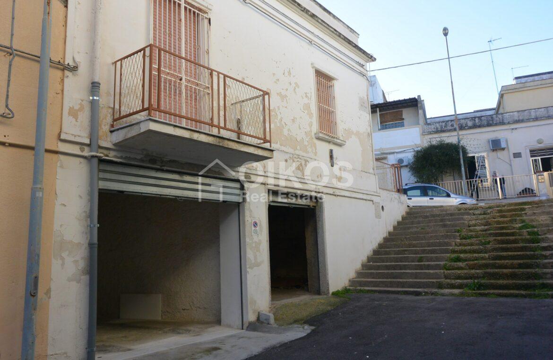 Casa con ampio terrazzo e due garage6