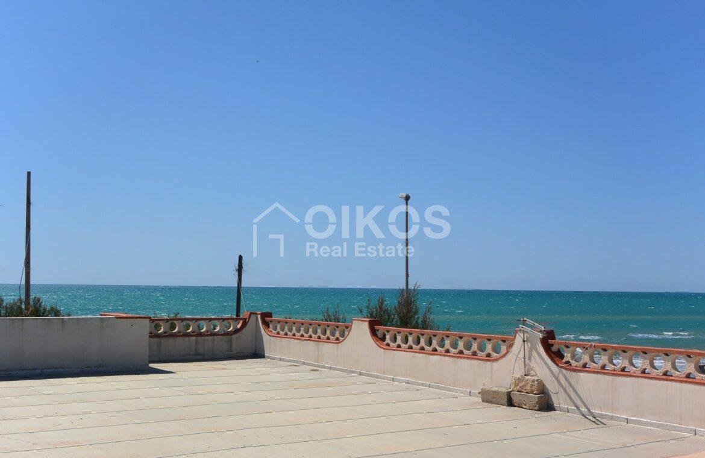 Villa al mare con terrazzo e due dépendance3