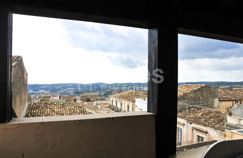 Casa con terrazzo via A Sofia 1