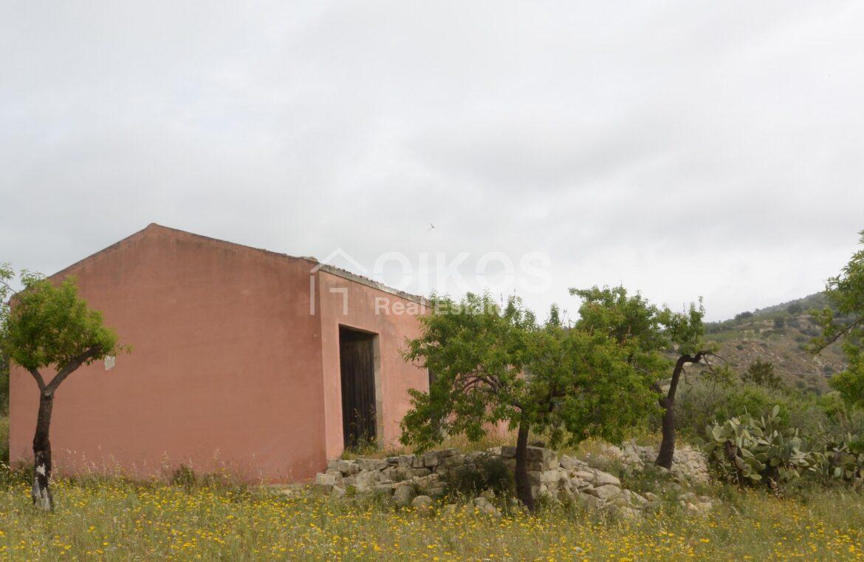 Casa con terreno in c da Renna8