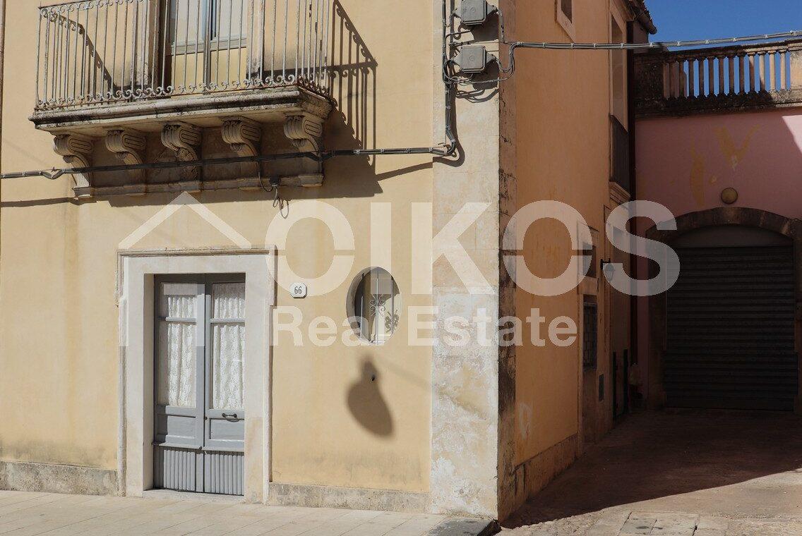 casa con terrazzino via sallicano 11