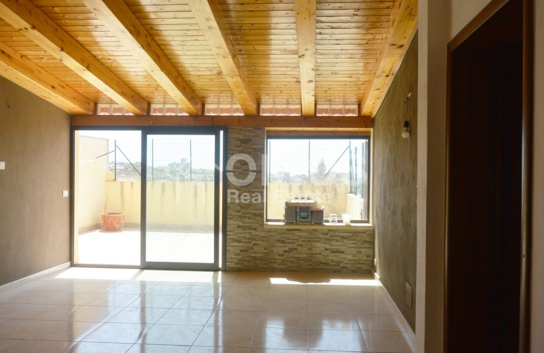 Casa con terrazzini e garage5